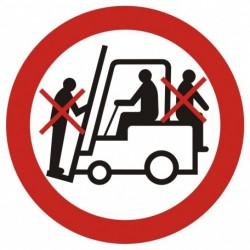 GB002 Zakaz przewozu osób na urządzeniach transportowych 1